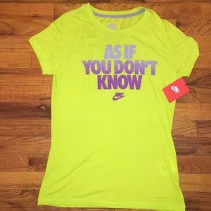 NWT Nike T shirt like green size Medium